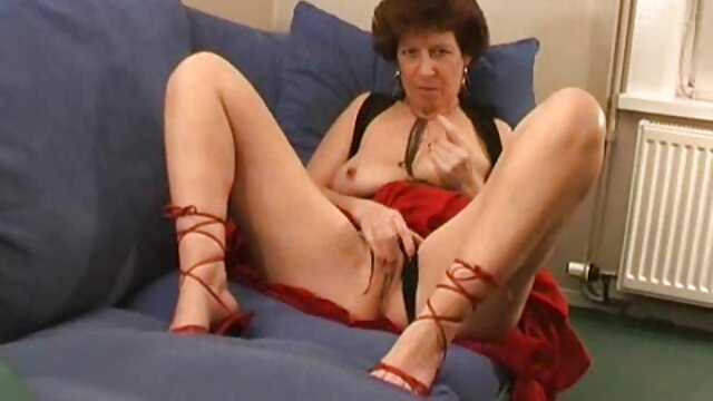 Cuatro videos de sexo real en español lesbianas probando acro yoga DESNUDAS!