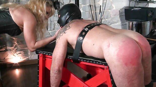Chica de tetas grandes juega con españolas xxx anal su coño apretado