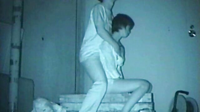 Filmando secretamente la ducha de la xxx que hablen en español hermana