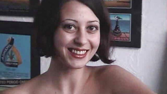 Chica caliente maduras españolas follando jovencitos jugando anal profundo