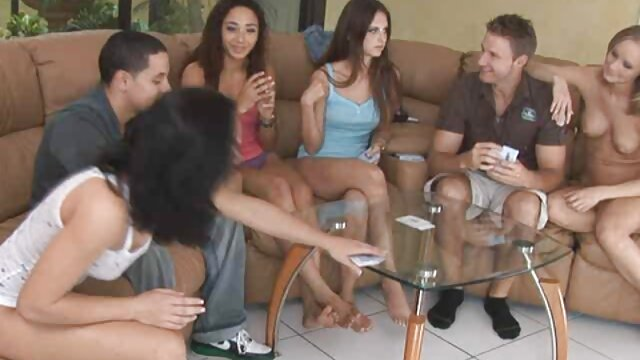 Hermosa MILF en negro fantasía pantimedias porno español tube burlas en webcam