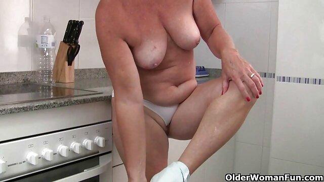 Linda adolescente hace su primera paja con los pies y lo hace correrse duro! Follada videos de parejas españolas follando