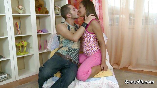 Young Goldigger entretiene a su peliculas de sexo en espanol Sugardady